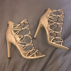 NEVER WORN ALDO HEELS BEIGE AND GOLD